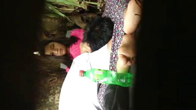 लेसा सेक्सी मूवी पिक्चर चीड़ के जंगल में खेलता है